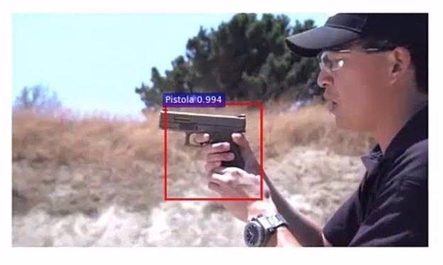 Muestra que señala la pistola en el video, según el modelo de la UGR
