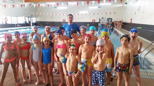 Los menores han mejorado sus técnicas de natación en estos talleres.