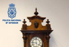 La Policía Nacional recupera el reloj del siglo XIX que fue sustraído del Ayuntamiento de Logroño
