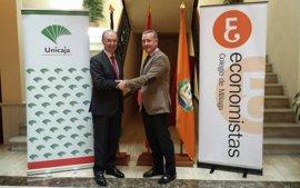 Unicaja Banco firma un nuevo acuerdo con el Colegio de Economistas de Málaga, que beneficia a más de 2.200 profesionales