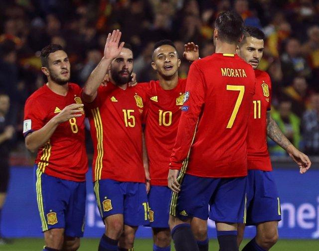 La selección española golea a Macedonia en Los Cármenes