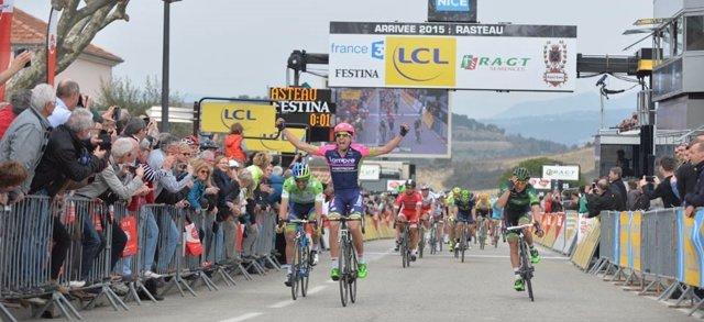 Davide Cimolai gana la quinta etapa de la París-Niza