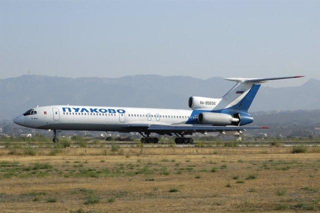 Avión Tupolev Tu-154 ruso