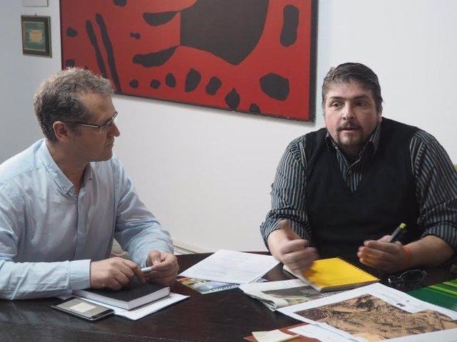 Caravaca (izda.) y Aguilera, durante el encuentro mantenido