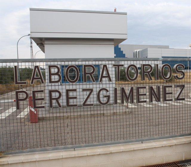 Entrada de la farmacéutica Pérez Giménez