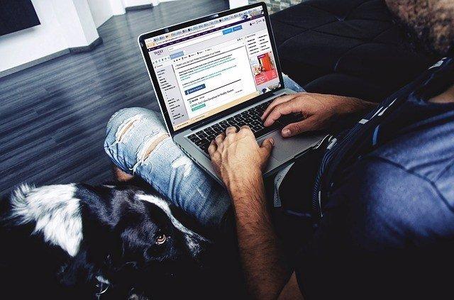 Usuario, redes sociales, ordenador, portátil, internet