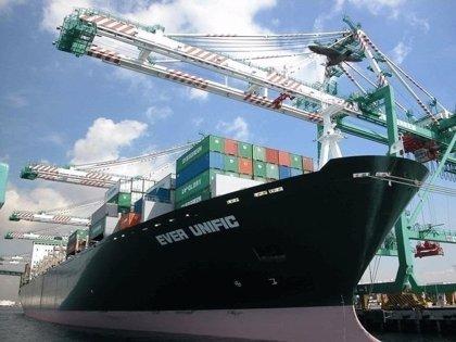 El déficit comercial sube un 31% en enero, con otro nuevo récord de exportaciones