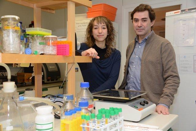 Los investigadores de la UB Mònica Pardo y Josep Maria Canals