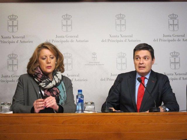 El diputado del PP Pedro de Rueda y la concejala del PP d Oviedo María Ablanedo