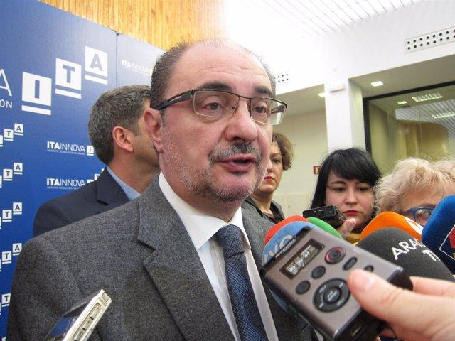 Javier Lambán, atendiendo a los medios este martes en su visita al ITA