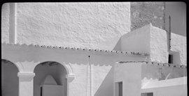 La exposición 'Viaje a Ibiza' se expone en el Arxiu del Regne de Mallorca