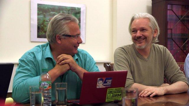 Baltasar Garzon y Julian Assange en la embajada de Ecuador
