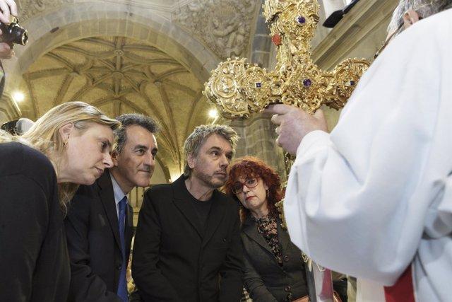 Jean Michel Jarre y Martin ante el Lignun Crucis en Santo Toribio (Archivo)