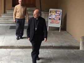 """Ricardo Blázquez asegura que está """"cerca"""" del arzobispo de Granada en el caso del padre Román"""