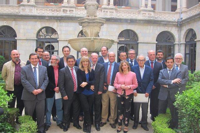 Asistentes a la reunión sobre el eje central del Corredor Mediterráneo.
