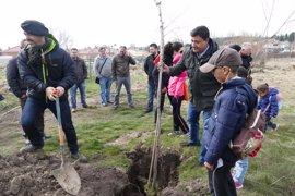 Alumnos de varios colegios celebran el Día del Árbol con la plantación de 350 ejemplares en La Cañada (Ávila)