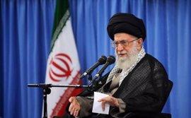 """Jamenei advierte de que se enfrentará con quien intente """"interferir"""" en las próximas elecciones"""