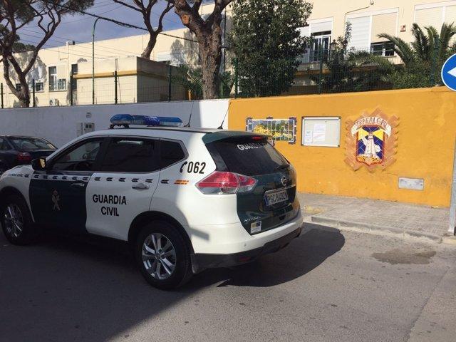 Intervención de la Guardia Civil contra el menudeo ante un instituto de Barbate