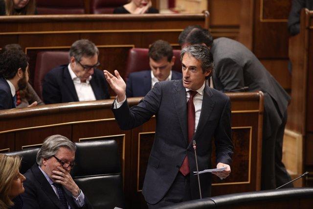 El ministro Iñigo de la Serna en el Congreso