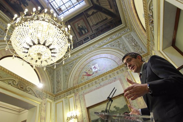 Patxi López en el Congreso tras la forma del decreto de elecciones