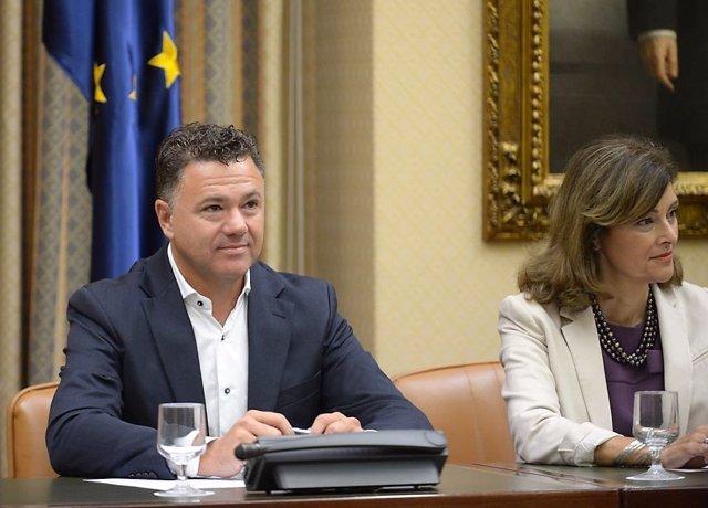 Juan Antonio Delgado, diputado de Unidos Podemos, en un encuentro con el SUP