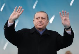 """Erdogan avisa de que los europeos no podrán caminar """"seguros"""" en ningún sitio si mantienen su actitud"""