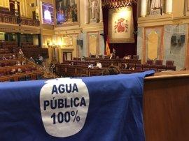 Ana Pastor regaña a Podemos por colgar camisetas: El Congreso no es un tendedero