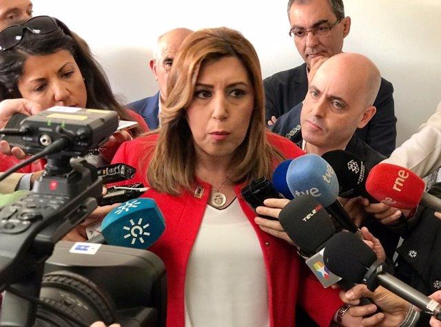 Susana Díaz atiende a los medios en Brenes (Sevilla)
