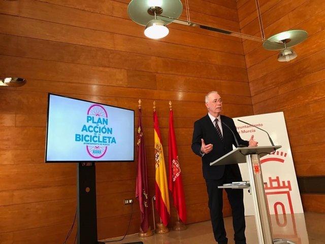Navarro presenta el Plan de Acción de la Bicicleta 2017-2019