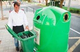 Hostelero recicla vidrio