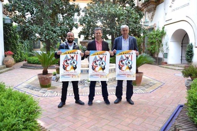 Sánchez (centro), durante la presentación del cartel