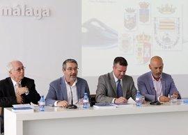 La Diputación de Málaga edita un libro sobre la historia de los escudos de los municipios de la provincia