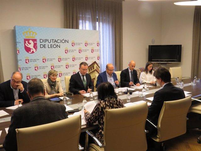 León, Reunión De La Asamblea Del Aeropuerto
