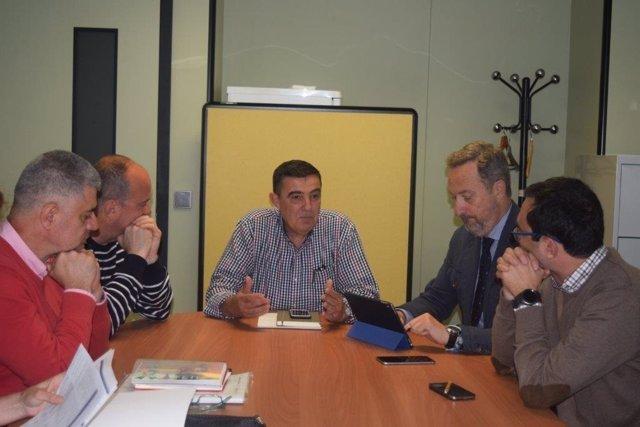 Reunión entre Junta y Ayuntamiento sobre el IES Alto Conquero.