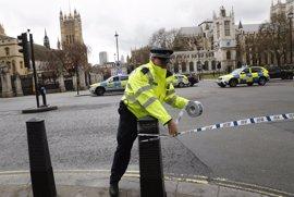 """La Policía británica trata de """"incidente terrorista"""" los sucesos en torno al Parlamento"""