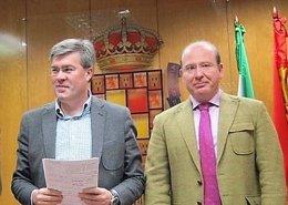 Fernández de Moya y el alcalde de Jaén, Javier Márquez, en una imagen de archivo