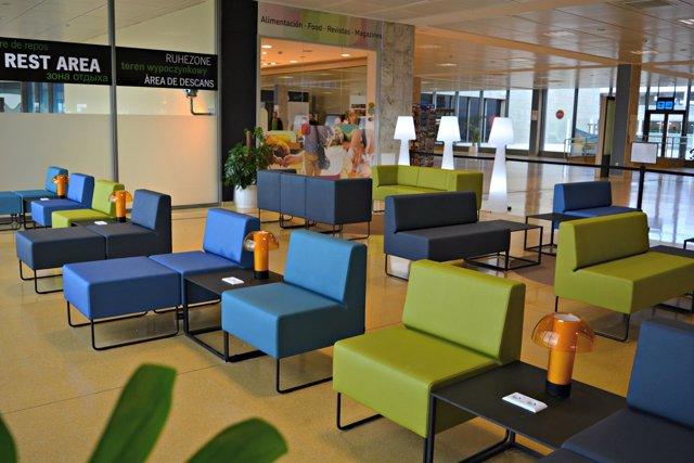 El Aeropuerto de Girona estrena una zona de trabajo y otra de descanso