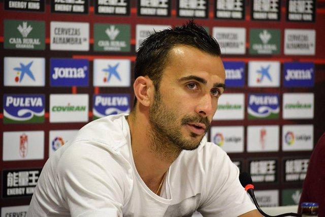 El Jugador Del Granada CF Matthieu Saunier