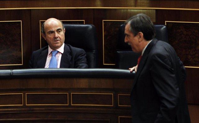 Luis De Guindos Y Valeriano Gómez