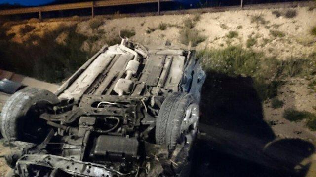 Bomberos rescatan a una mujer que había quedado atrapada en su coche en Sax