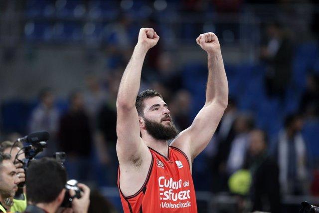 Valencia Basket celebra el pase a la final de la Eurocup