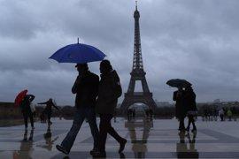 La Torre Eiffel apagará sus luces a medianoche en señal de luto por el atentado en Londres
