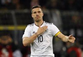 Podolski se despide de Alemania con un golazo ante Inglaterra