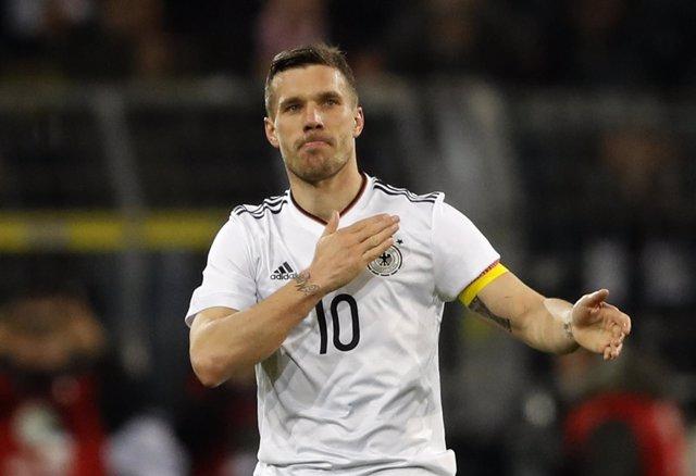 Lukas Podolski se despide de la selección alemana
