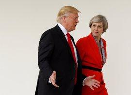 """Trump asegura que May """"lo está haciendo muy bien"""""""