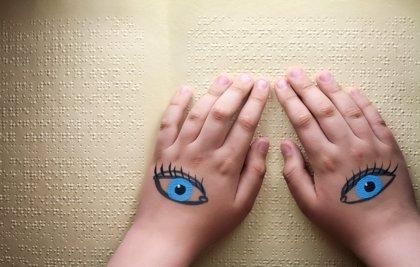 El cerebro de los ciegos se 'reconecta' para realzar otros sentidos
