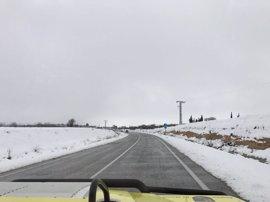 La nieve obliga a usar cadenas en cinco tramos de carreteras de CyL y a cerrar el puerto de La Hoya en Salamanca