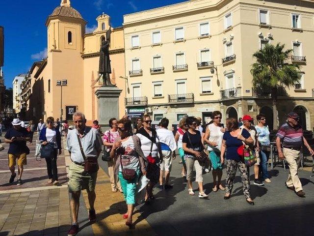 Turistas en Huelva capital.