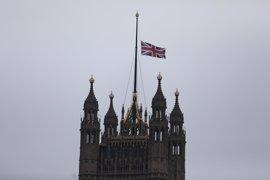 Minuto de silencio por las víctimas del atentado de Londres en el Parlamento y Scotland Yard