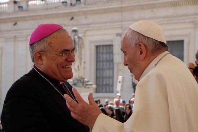 El Papa Francisco con el obispo Demetrio Fernández